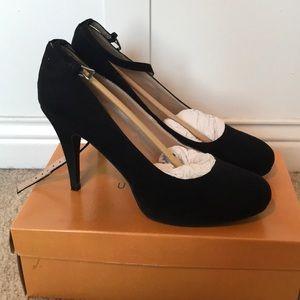 Unisa black fabric heels